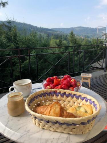 Śniadanie na tarasie apartamentu suite